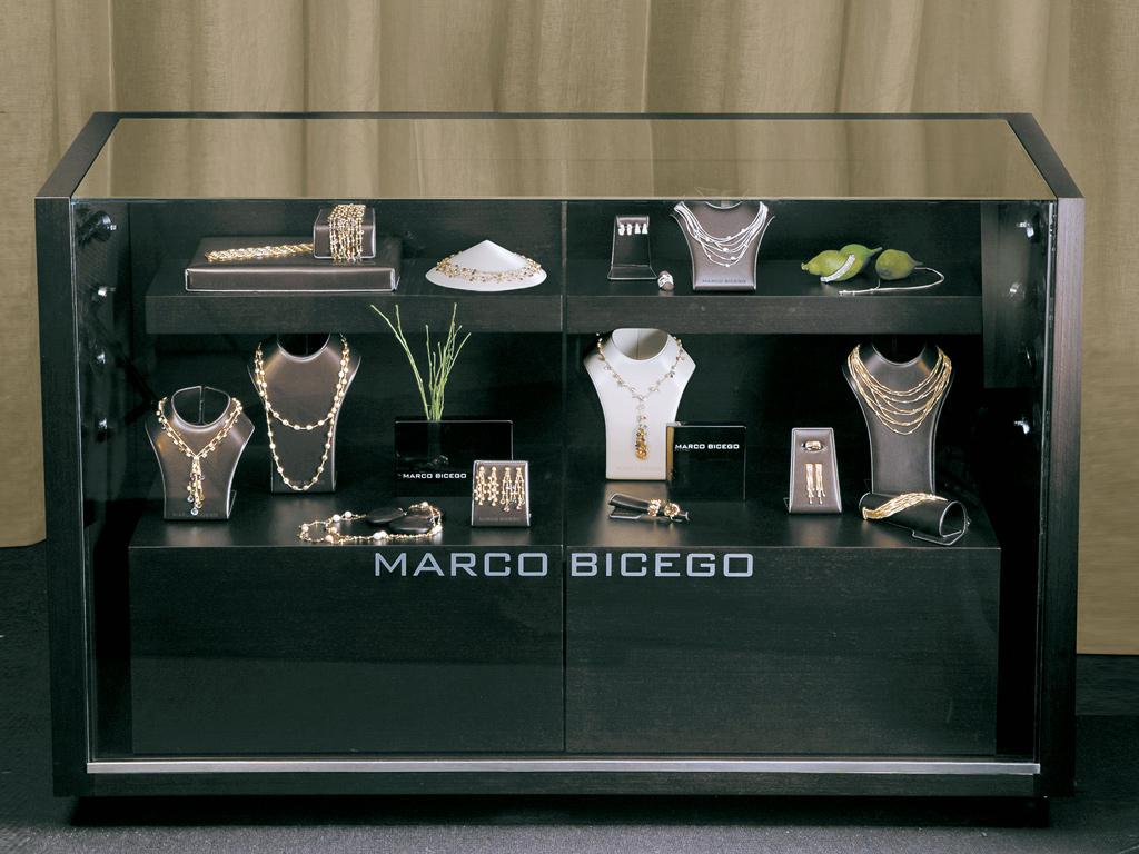 necklace exhibition